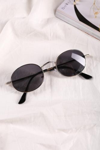 Cappmoda - AKS-17048 Gümüş Yuvarlak Çerçeve Siyah Cam Güneş Gözlüğü (1)